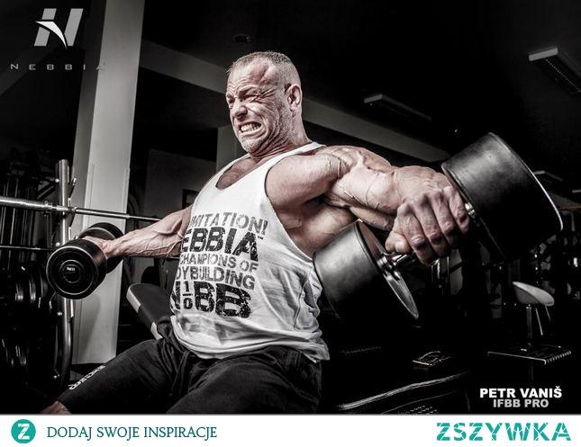 Męska odzież fitness, która podkreśla wszystkie najważniejsze atuty figury, doskonale dopasowując się do ciała i zapewniając swobodę ruchu podczas ćwiczeń