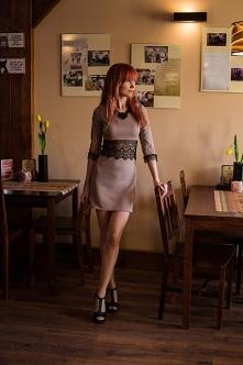 Oto moja propozycja na stylizację. Prosta, dopasowana sukienka z rękawami 3/4...