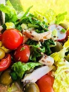 lowcarb - sałatka, sałata rzymska,pomidorki, pierś z indyka, rzodkiew, oliwki zielone, oliwa z oliwek, szczypior, siemię ❤️