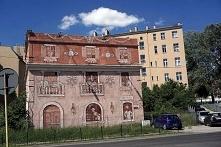 Ciekawy mural w Poznaniu na Dolnej Wildzie. Zamaist rudery mamy kawałek włoskiego klimatu.