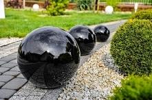 Dekoracyjne kule ogrodowe. ...