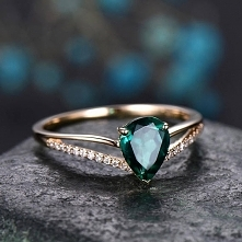 Pear Cut Emerald engagement ring 14k yellow gold-handmade Diamond ring-Split Shank Stacking band-gemstone promise ring-anniversary ring