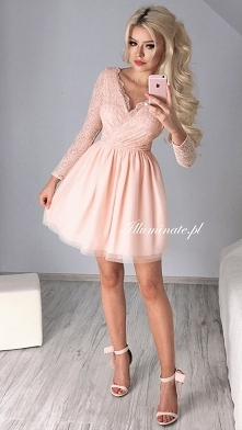 Piękna, brzoskwiniowa rozkloszowana sukienka z piękną, mieniącą się górą z ko...