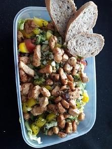 Sałatka z kurczakiem warzyw...
