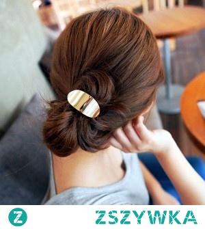 Włosy upięte przy pomocy gumki z blaszką do kupienia w sklepie silvona.pl.  Kliknij w zdjęcie, aby przejść do sklepu.