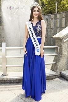 Klaudia w długiej sukience ...