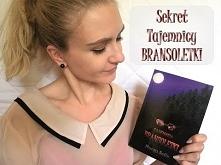 Sekret Tajemnicy Bransoletki (Margo Seila)  Kocham książki!  Bez dwóch zdań!   Książki to inny świat. Zawsze pozwalały mi uciekać przed męczącą rzeczywistością, kiedy rzeczywist...