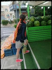 Shopping therapy,owocowy zawrót głowy.Arbuz zawiera dużo wody(92%)i newielkie...
