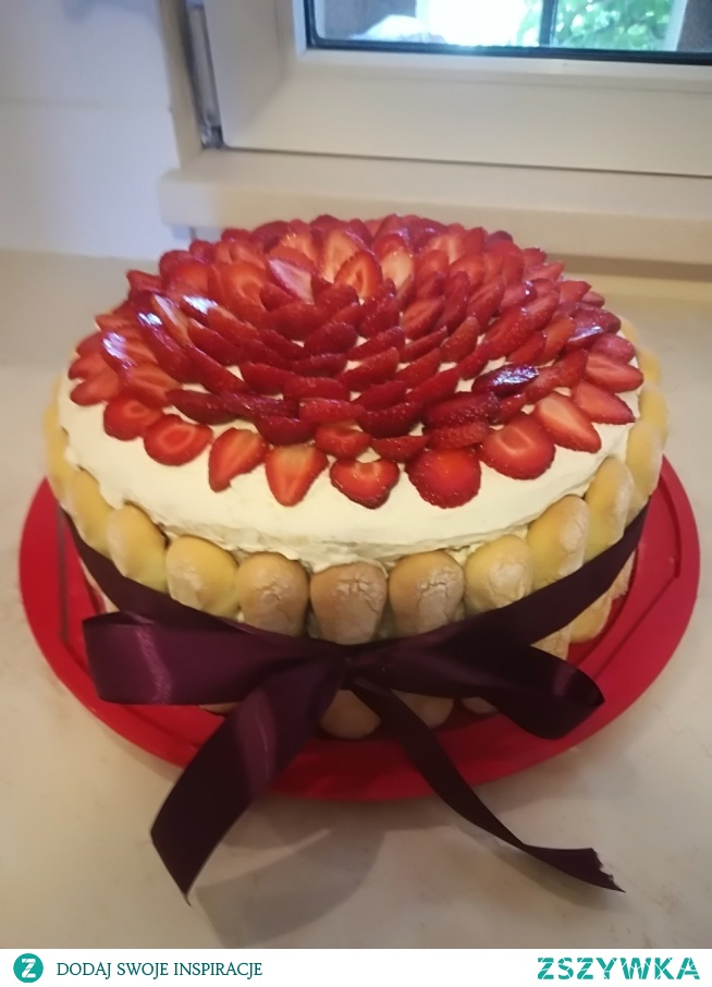 mój tort z truskawkami i borówkami:)