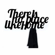 """Nie ma jak w domu. Stara, dobra i prawdziwa maksyma :) Wie o tym każdy kto wraca do domu po długiej podróży. Wieszak """"There is no place like home"""" wyrazi dokładnie to ..."""