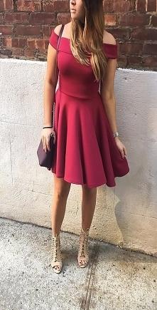 Rozkloszowana Bordowa Sukienka Dostępna S,M,L
