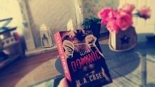 Co za książka!! Nie mogę przestać ja czytać.. Ale mnie wciagnela