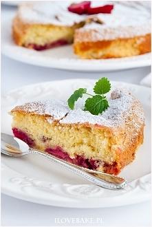 Zdrowe ciasto z truskawkami
