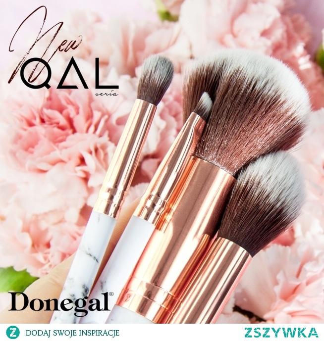Uroda kobiety zamieszkuje w jej twarzy.  Pędzle Donegal z kolekcji QAL.