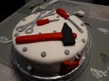 Tort dla majsterkowicza :) drugi tort w moim zyciu jaki zrobilam sama z masy lukrowej dla mojego narzeczonego :) jak wam sie podoba ?