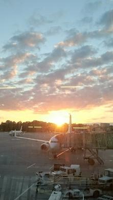Wschód słońca na lotnisku C...