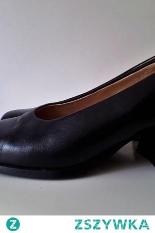 Buty czarne skórzane szeroki,niewysoki obcas (słupek) rozmiar 36 BRADO 120 zł długość wkładki 23 cm  obcas wysokość 5 cm  stan bardzo dobry, niedawno wymienione fleki