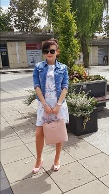Jeans kurtka i sukienka moro. Zapraszam do siebie na bloga.