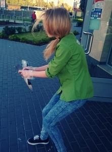Uratowałam gołębia bo się zaklinował.