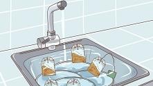 Wrzuć zużytą torebkę herbaty do zlewu z brudnymi naczyniami i zobacz, co się stanie. Rewelacja!