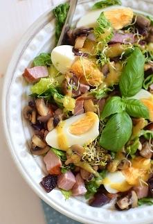 Sałata rzymska z jajkami i ...