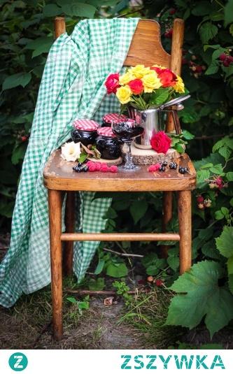 Galaretka owocowa na zimę <3  Maliny i porzeczki zamknięte w jednym słoiczku.  Gładka konsystencja bez pestek.  Pachnąca latem, słońcem i własnym ogrodem.  Idealna do wypieków, deserów, na gorąco.    kliknij w zdjęcie