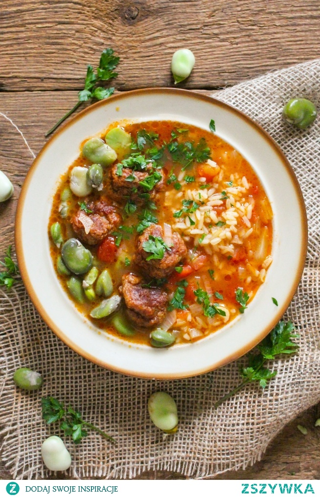 Propozycja na obiad jednodaniowy <3 Zupa! Bardzo treściwa, kolorowa, pachnąca latem. Zupa z bobem, pomidorami, ryżem i pieczonymi pulpetami.   Kliknij w zdjecie