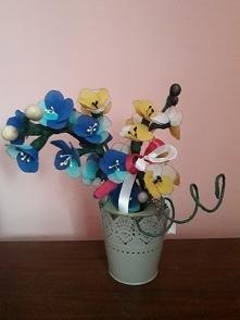 dwukolorowy kwiat z rajstop