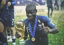 Według francuskich dziennikarzy Steven N'Zonzi poprosił kilku piłkarzy k...