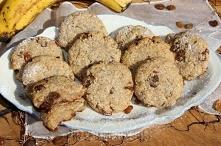 Bananowe ciasteczka z kleiku ryżowego z rodzynkami (bez cukru, jajek i mąki)  (około 10 sztuk) 200g banana 100g kleiku ryżowego 25g masła/margaryny 1/2 łyżeczki proszku do piecz...