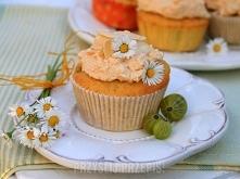 Migdałowe muffinki z agrestem i bezą  - 200 g mąki - 50 g mąki ziemniaczanej ...