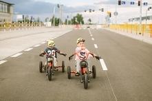 Na czym jeżdżą dzieci? - przeczytaj na blogu brykacze pl  foto: buuba pl