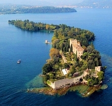 By Italy with Maria Island, waterfalls, botanical gardens and the soaring Mou...