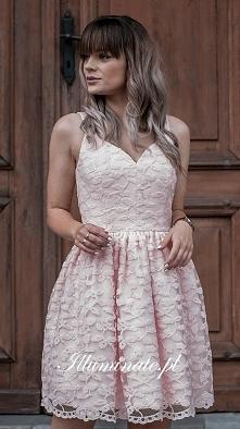 Pudrowo-różowa sukienka z k...