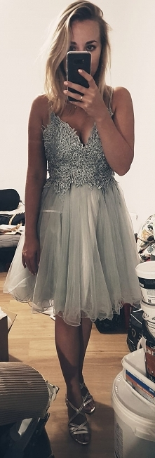 Przepiękna sukienka założona raz cena z metki 360zł sprzedaję za 299zł. Polec...