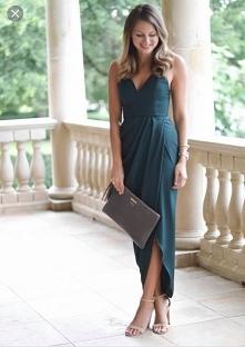 Poszukuję sukienki widoczniej na zdjęciu. Ten sam model, może być inny kolor....