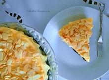 Ciasto na czekoladowym spodzie(a'la brownie) i śmietanową masą. Przepis: Najlepsze Ciasto Świata - Składniki: Spód: 6 białek 160 g cukru pudru 180 g migdałów (zmielonych) 4...