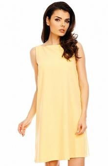 Nommo NA486 sukienka żółta Komfortowa sukienka, została wykonana z gładkiej i jednolitej dzianiny w pięknym żółtym kolorze, trapezowy fason sprawdzi się doskonale na każdej sylw...