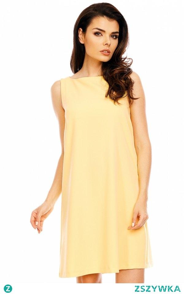Nommo NA486 sukienka żółta Komfortowa sukienka, została wykonana z gładkiej i jednolitej dzianiny w pięknym żółtym kolorze, trapezowy fason sprawdzi się doskonale na każdej sylwetce, sukienka bez rękawów