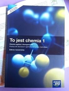 Podręcznik To jest chemia część 1. obejmuje treści z chemii ogólnej i nieorganicznej.  • Rozwija umiejętność projektowania doświadczeń chemicznych, opisywania obserwacji i formu...