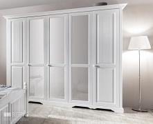 Biała szafa w stylu prowans...