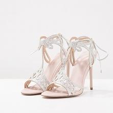 Piękne sandałki dla panny młodej! Szukaj inspiracji na blogu Panna Allure :)
