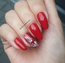Czerwień + wzorek ręcznie malowany :)