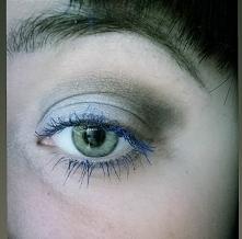 Szarości i niebieski tusz do rzęs. Uwielbiam. Mój dzisiejszy