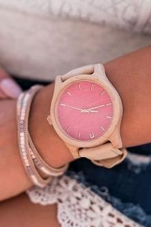 Słodki zegarek z drewna na skórzanym pasku to model prosto z bajki dla urocze...