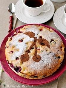 ciasto z wisniami i czekolada