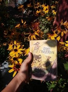 """""""Dzieci z Bullerbyn""""-A.Lindgren Zbiór opowiadań o życiu 6 dzieciaków w maleńkiej wiosce. Polecam jako lektura do spania dla najmłodszych.Inspiruje, rozbawia, uczy <3"""