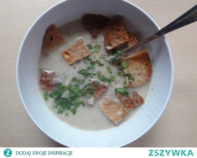 zupa krem pieczarkowa z grzankami :)