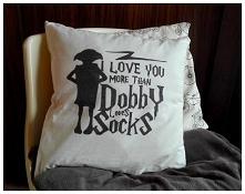 """Poduszka z napisem, malowana ręcznie """"I love you more than Dobby loves s..."""