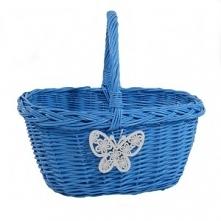 Duży solidny wiklinowy koszyk na zakupy w kolorze błękitnym z motylkiem. Kosz...